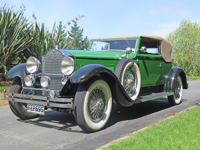 The 1929 Packard Victoria, long of nose and short of rear vision