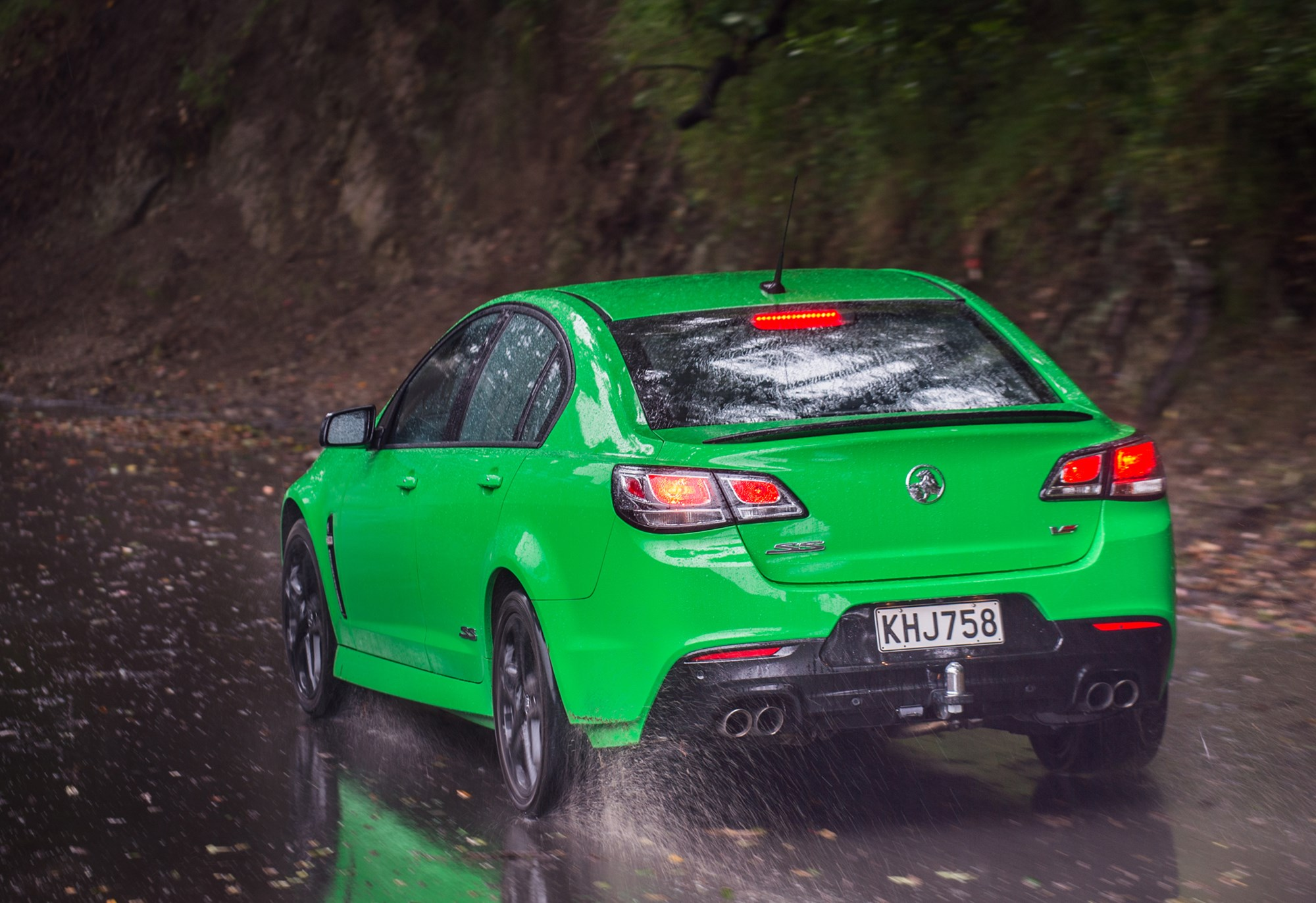A V8 that shakes you: Holden's Commodore SS-V Redline tested - Road
