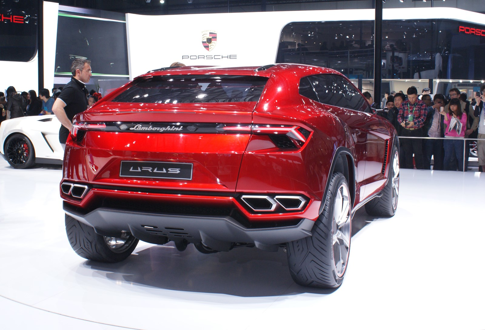 Lamborghini Urus A Supercar Suv For The Whole Family Previews