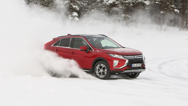 Mitsubishi Eclipse Cross 4-WD: White-out snow driving in Norway